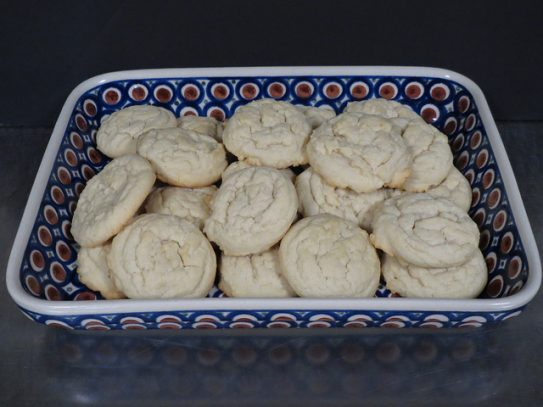 Amish Sugar Cookies on Polish pottery